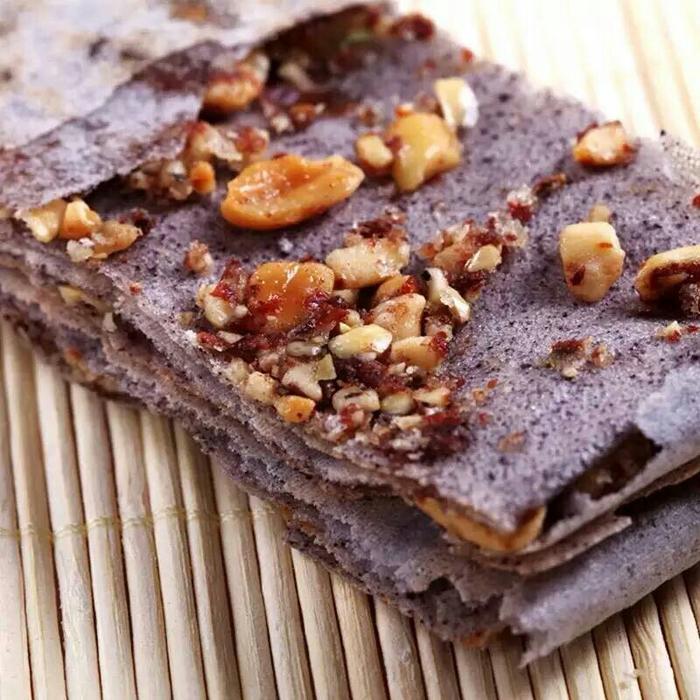香脆的酥煎饼 五谷杂粮绝对纯手工制作 黑米的白面的 里面夹着花生